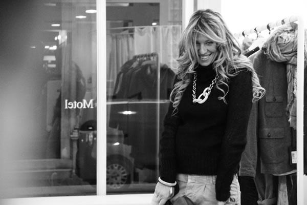 La Fashion Blogger Cristina Lodi con gioielli Ikonika