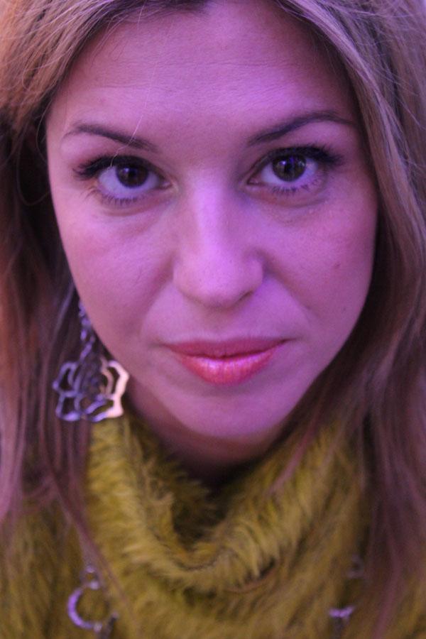 La blogger Cristina Lodi con orecchini Manuel Zed