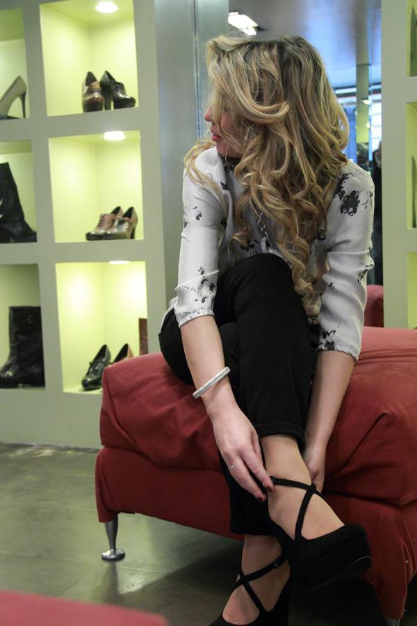 La Fashion Blogger Cristina Lodi prova scarpe Gilda Bress
