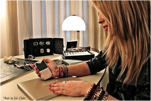 La Fashion Blogger Cristina Lodi con cellulare Vertu