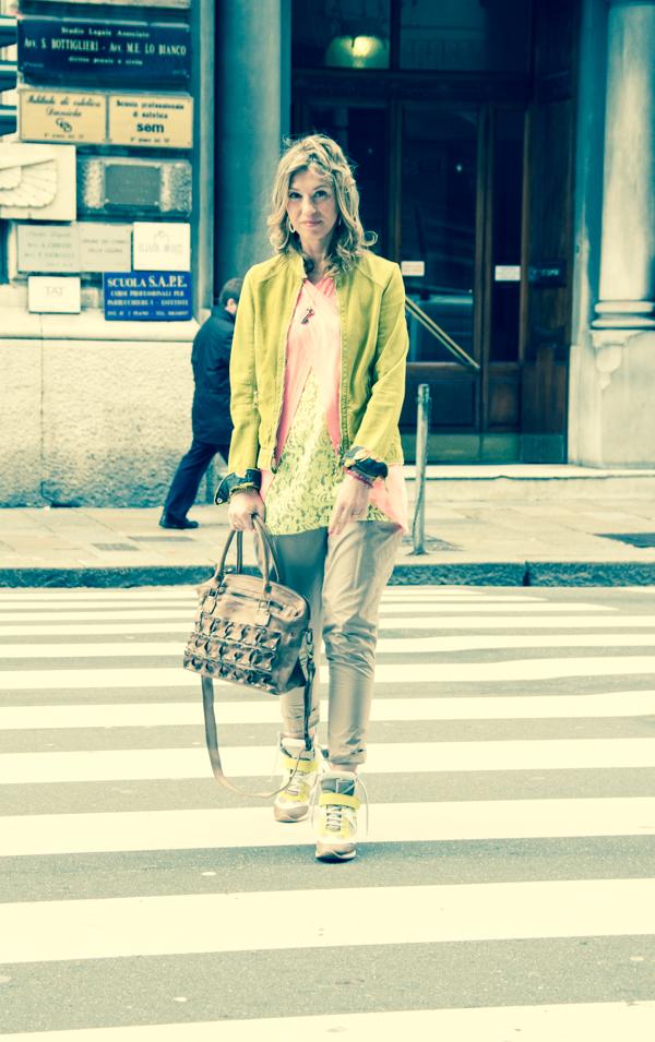 La Fashion Blogger Cristina Lodi passeggia per Genova