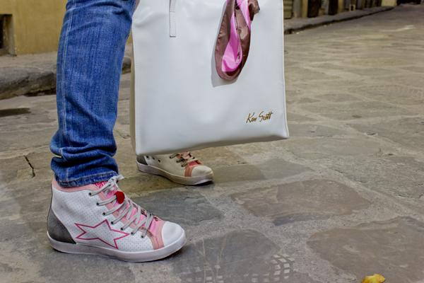 La Fashion Blogger Cristina Lodi con sneakers Ishikawa