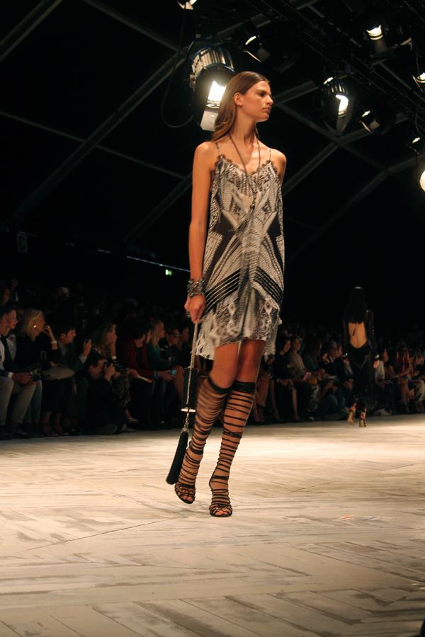 roberto cavalli, 2 fashion sisters, mfw