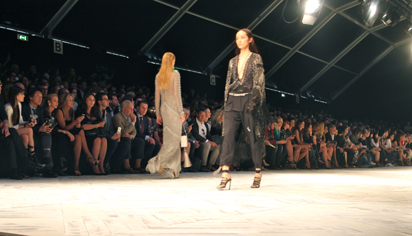 roberto cavalli, mfw,  2 fashion sisters,