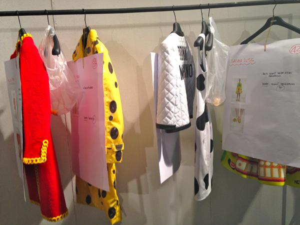 backstage moschino, jeremy scott, 2 fashion sisters, fashion blog