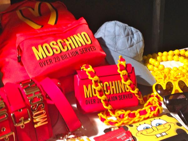 backstage moschino, jeremy scott, 2 fashion sisters, fashion show