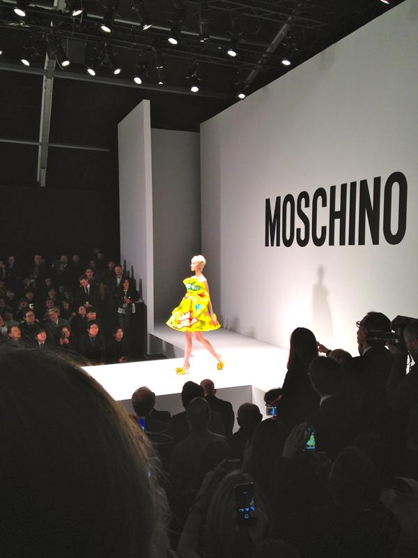 fashion show moschino, jeremy scott, 2 fashion sisters