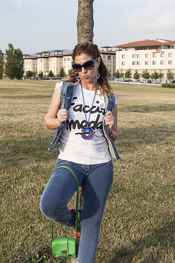 Cristina Lodi, i migliori fashion blogger italiani, t shirt happines, occhiali chanel, collana quid, orecchini zoppini, borsa missoni