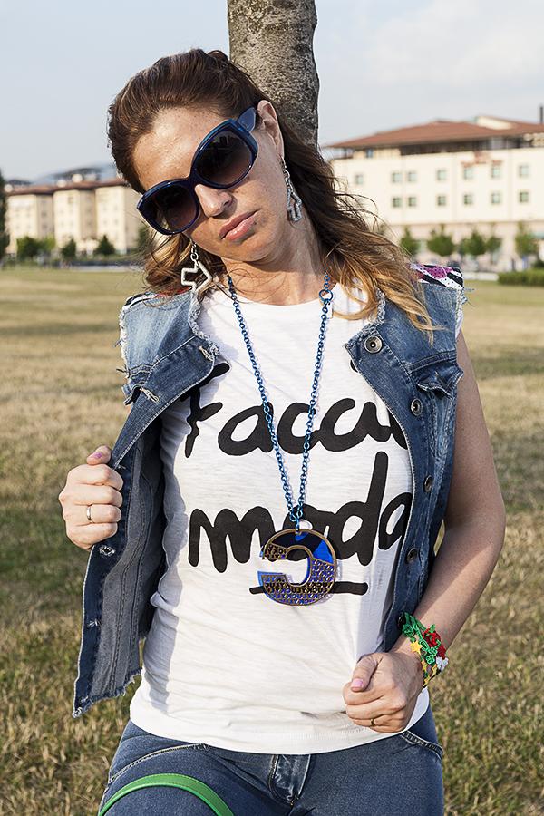 Cristina Lodi, i migliori fashion blogger italiani, t shirt happines, occhiali chanel, collana quid, orecchini zoppini
