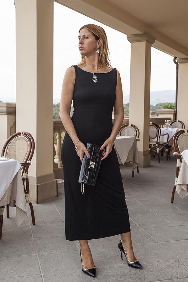 Cristina Lodi, abito lungo Isa Belle, scarpe sergio levantesi, borsa loriblu, 2 fashion sisters, fashion blogger italia, villa la borghetta