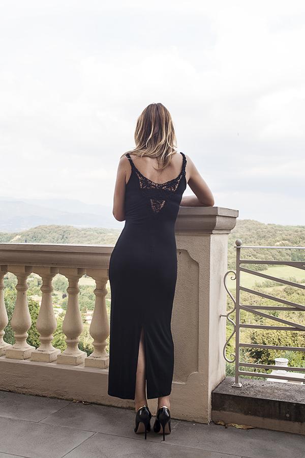 Cristina Lodi, abito lungo nero Isa Belle, scarpe sergio levantesi, 2 fashion sisters, fashion blogger italia