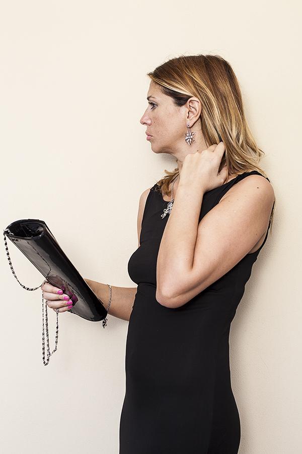 Cristina Lodi, abito nero Isa Belle, borsa loriblu, 2 fashion sisters, gioielli morellato, fashion blogger italia
