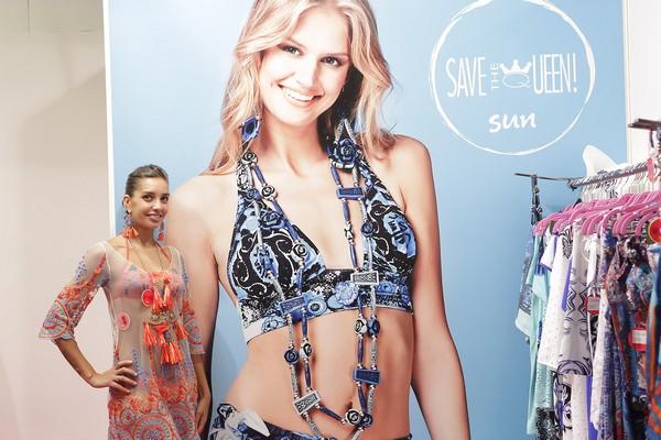 save the queen!, beachwear, 2 fashion sisters