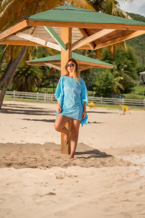 cristina lodi, copricostume azzurro, isa belle, 2 fashion sisters, antigua, fashion blogger italia