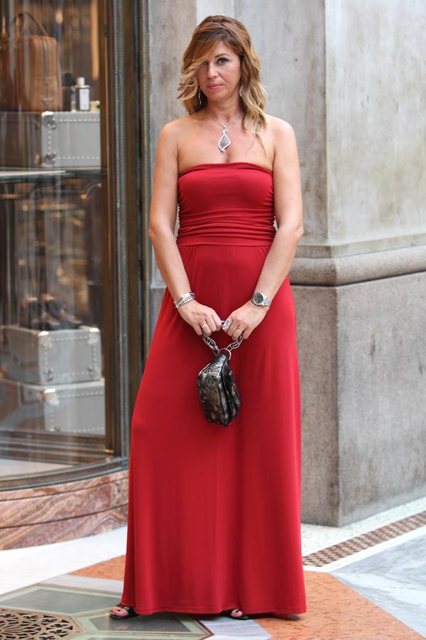abito rosso tume, cristina lodi, clutch roberto botticelli, gioielli, stroili