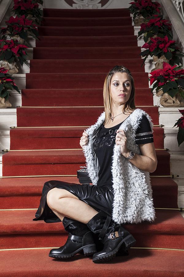 Cristina Lodi, gioiello siamo tutti scimmie, boots Emanuelle Vee, fashion blogger italia, no alla discriminazione, villa la borghetta, gilet vero moda, gonna ecopelle