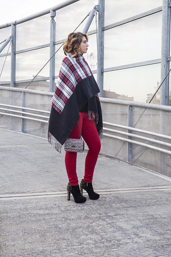 Cristina Lodi, pantaloni kaos, borsa babi firenze, poncho vero moda, tronchetto luciano barachini, 2 fashion sisters