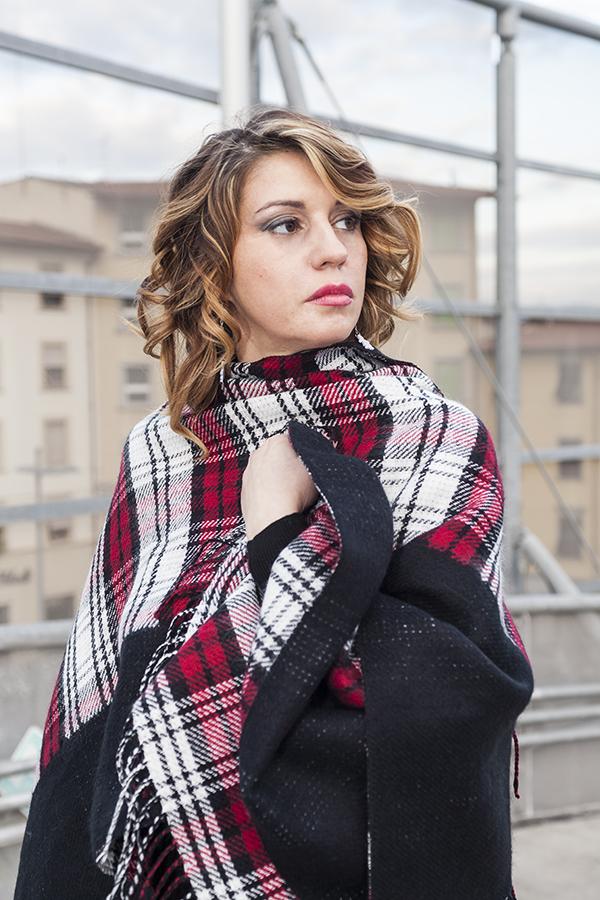 Cristina Lodi, poncho scozzese vero moda, orecchini i birikini, 2 fashion sisters