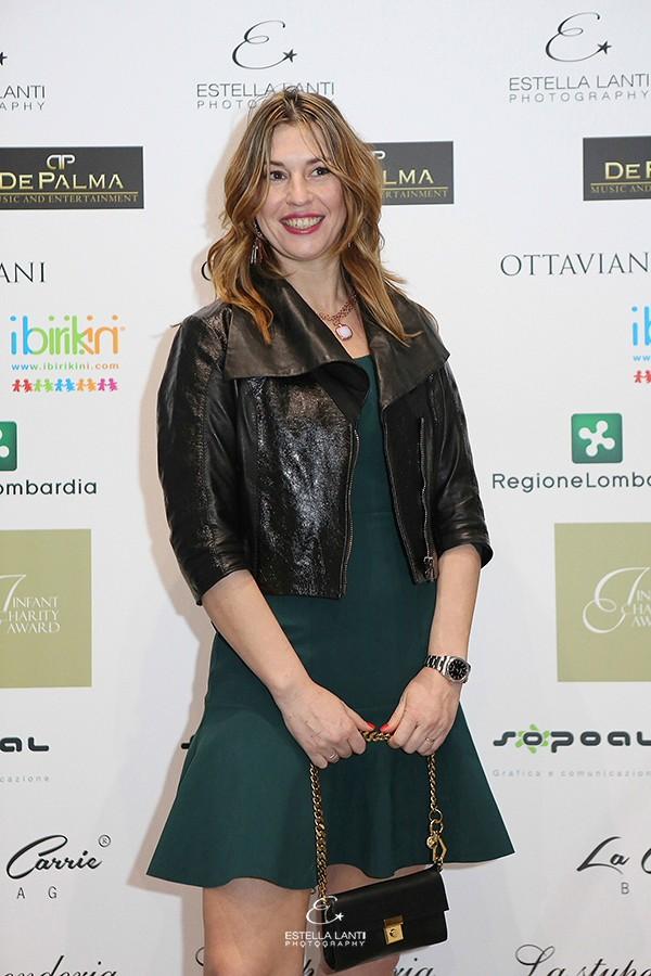 Cristina Lodi, abito Chiara Boni, clutch Giuseppe Zanotti Deisgn, gioielli Ottaviani, 2 fashion sisters