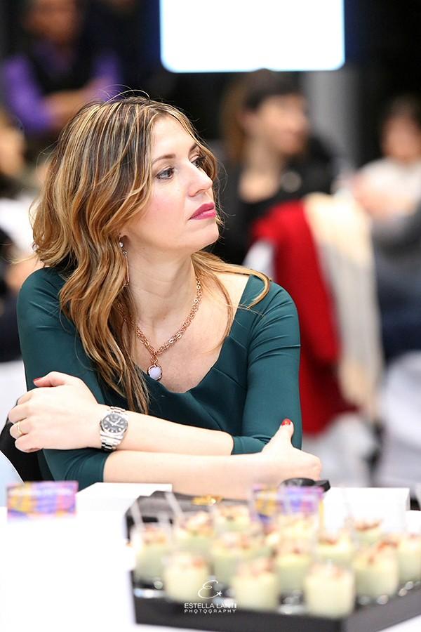 Cristina Lodi indossa abito Chiara Boni, gioielli ottaviani