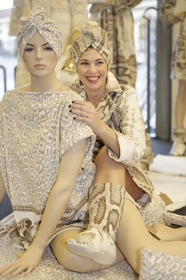 cristina lodi, 2 fashion sisters, immagine italia, luna di giorno, accappatoio spugna