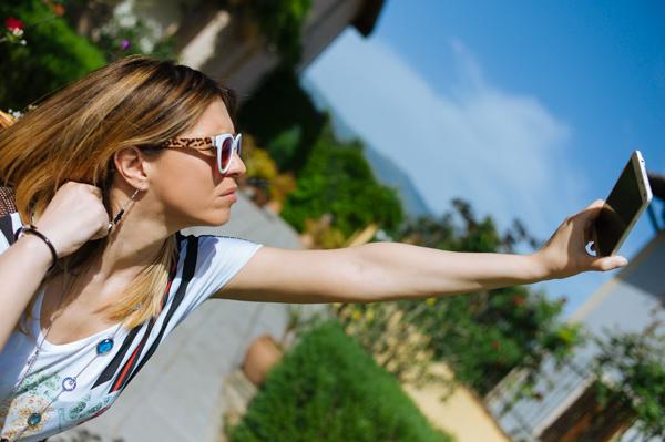 Cristina Lodi, 2 fashion sisters, fashion blogger, Samsung Galaxy Note 4, smartphone, collana ottaviani, occhiali Athina Lux
