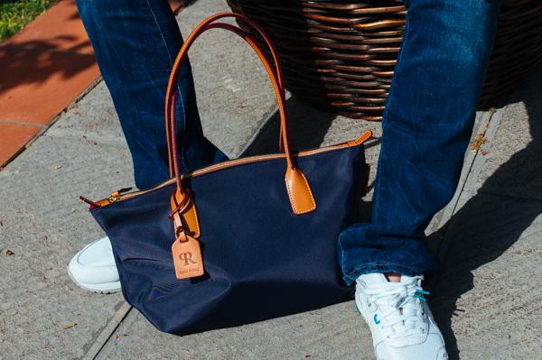 Cristina Lodi, borsa Roberta Pieri, jeans Levi's, scarpe Asics Tiger