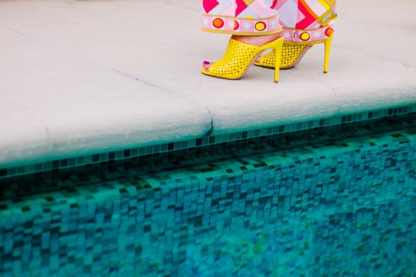 Cristina Lodi, tuta domani, scarpe violavinca