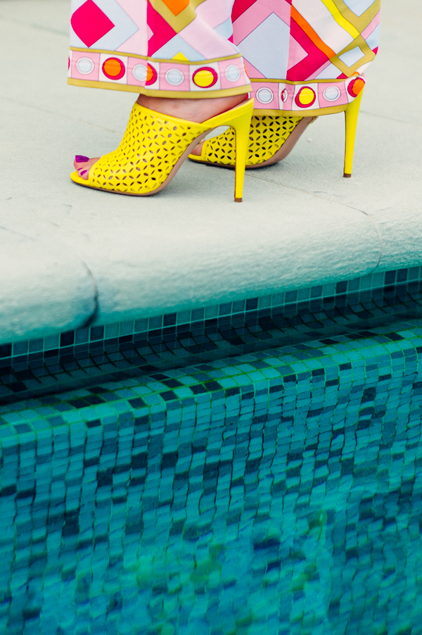 sandali violavinca, scarpe gialle, villa olmi, cristina lodi