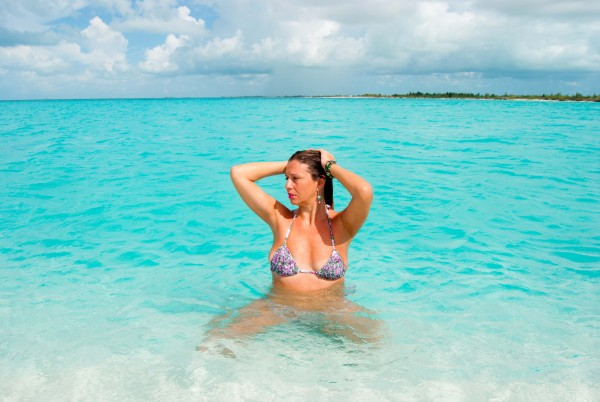 Cristina Lodi, 2 fashion sisters, bikini olivia beachwear, cuba, travel blogger, fashion blogger, testimonial, occhialiessequadro