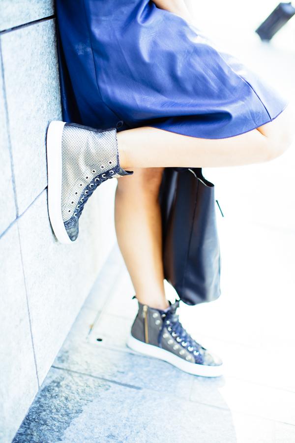 Cristina Lodi, abito ecopelle Grazia 'Lliani, sneakers stokton, borsa fabriano boutique