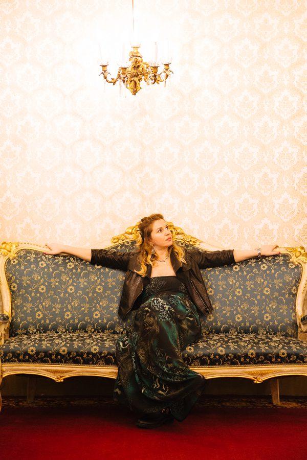 Cristina Lodi, immagine italia, palazzo borghese, fashion blogger, abito rosso e lavanda
