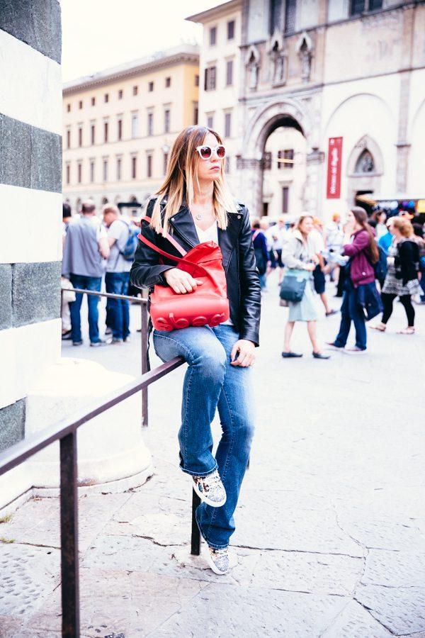 Cristina Lodi, chiodo diesel, jeans diesel, shopper rossa, borsa piero guidi, occhiali athina lux