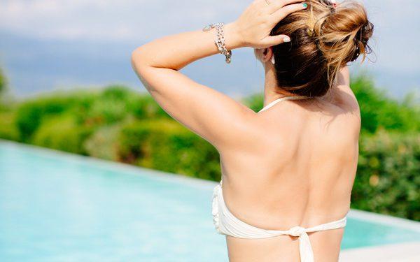 Cristina Lodi, bikini bianco, grazia 'lliani, villa la palagina, tatuaggio